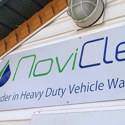 NoviClean skilt og logo