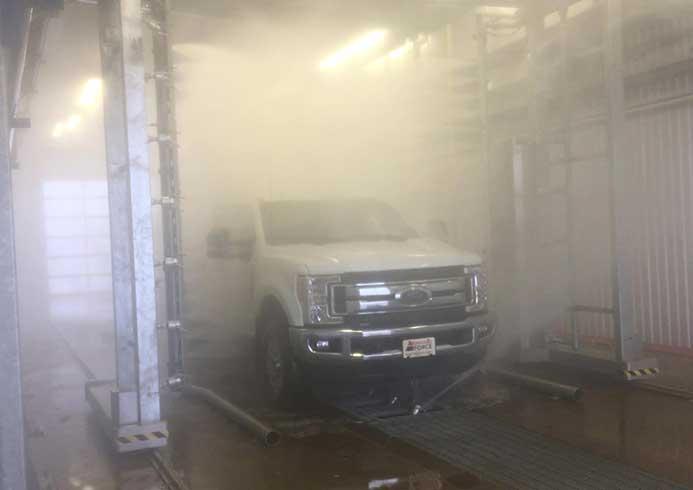Vaskeanlæg fra NoviClean hvor bil vaskes
